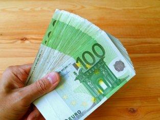 Oferta de préstamo de dinero entre individuos honestos